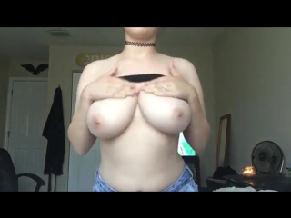 Молодая и раскованная показала свою натуральную красивую грудь на вебку ( Boobs big tits sex)