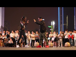 MARQUESE SCOTT AND POPPIN JOHN ¦ AMERICAN ROBOTS LAND IN CHINA ¦ 2017  (#DH)