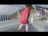 Самый длинный стеклянный мост над пропастью в мире