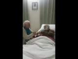 Семья радуется хате деда