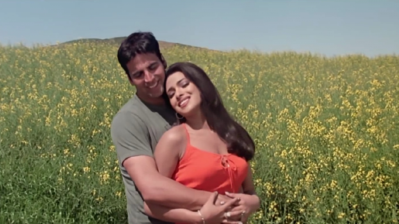 Клип из Фильма Любовь над облаками Andaaz (2004) - Allah Kare Dil Na Lage Kisise