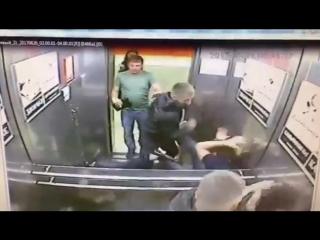 Кулачный бой в лифте (6 sec)