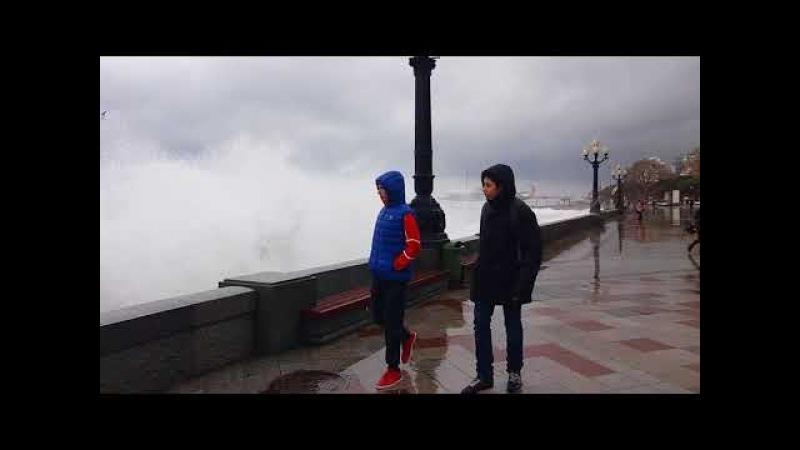 17.01.2018 Крым, Ялта-шторм. Видео www.yalta-rr.com