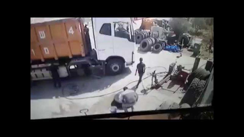 Смерть на шиномонтаже Взрыв колеса!