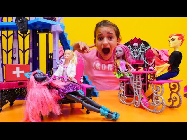Müzik Oyunları! Monster High bebekleri! Catty Noir SAĞIR mı oldu? Doktor oyunu. Muayene
