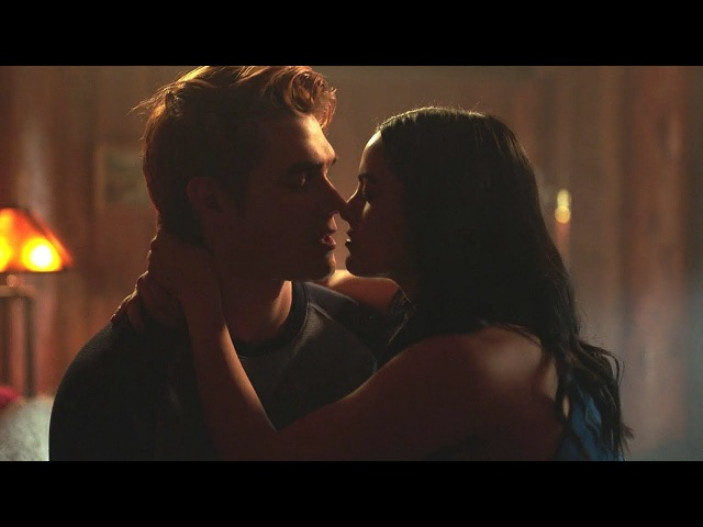 Riverdale 2x14 Archie and Veronica sleep together, Betty and Jughead make up (2017) HD