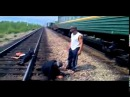 Драка перед поездом на жд путях! Жесть!