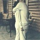 Хочу что бы подошёл ко мне. Сильно прижал к себе, крепко обнял, и сказал на ушко: Моя…