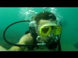 Под водой с аквалангом.