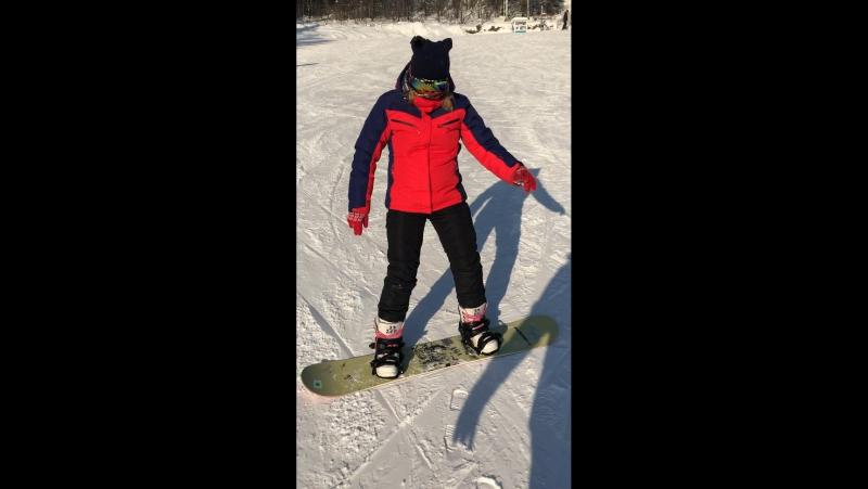 Вот так первый раз я встала на сноуборд 😂😂😂