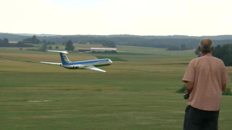 GIANT RC IlJUSCHIN IL-62 SCALE MODEL AIRLINER TURBINE JET FLIGHT DEMONSTRATION