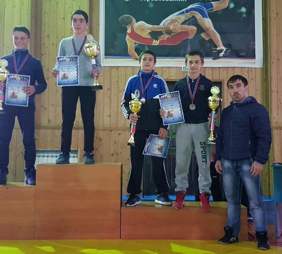 Более 150 спортсменов собрал турнир по вольной борьбе в Зеленчукском районе