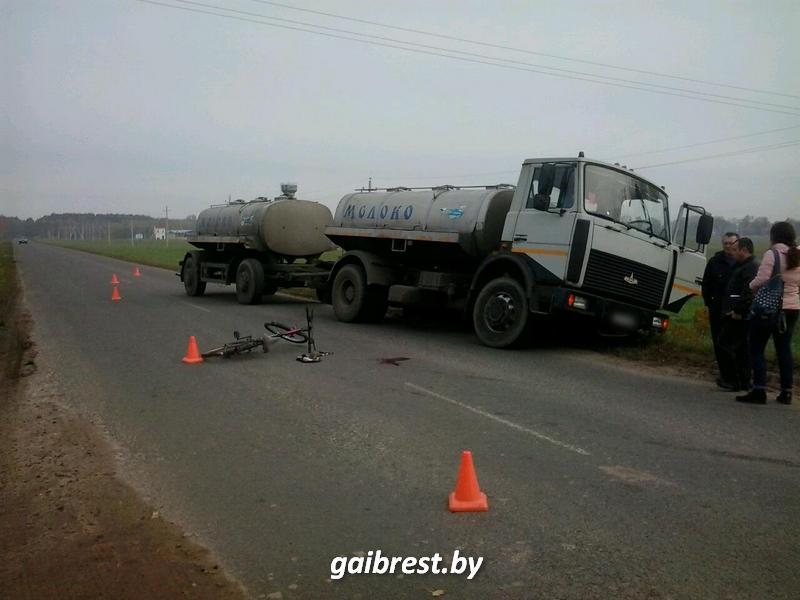 В Пружанском районе под колёсами МАЗ-а пострадала велосипедистка