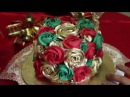Bolo Natalino decorado com Rosetas Coloridas