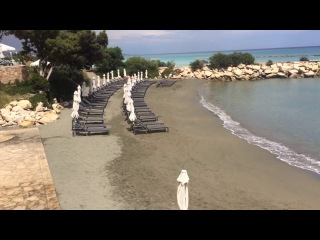 Курорт на Кипре. Пляж. The beach at The Royal Apollonia hotel, Limassol Cyprus