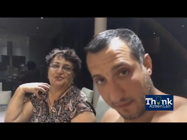 Арарат Кещян со своей мамой Алмаст Аваковной поют песню на армянском