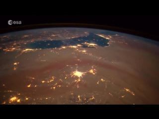 Итальянский астронавт заснял падение метеоров на Землю