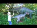 Забавные дети в парке с динозаврами! Видео для всей семьи