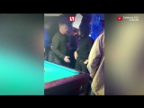 Джон Сноу разносит бар в Нью-Йорке