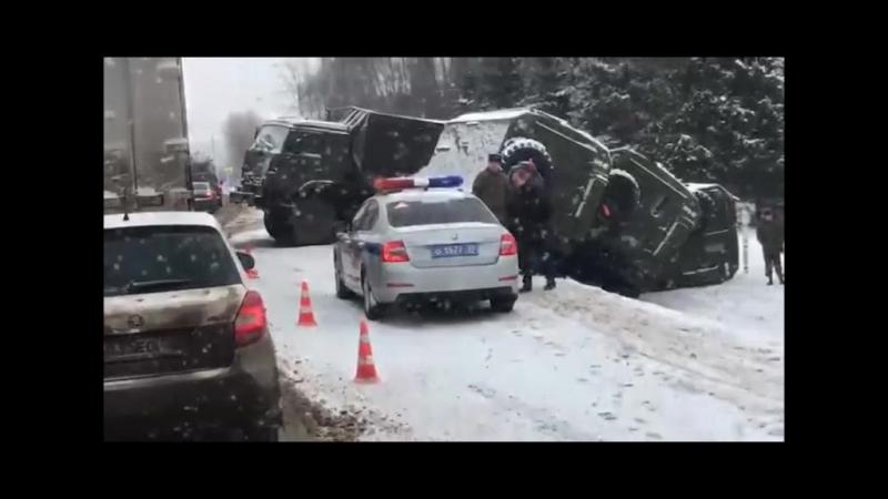 Пять военных грузовиков столкнулись в Подольске