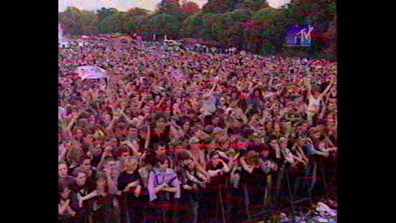 ЧАЧА (НАИВ), Горшок (Король и шут), Сид (Тараканы), Дельфин, IFK, и др. на АНТИСПИД 16.06.2001 (MTV - News блок)