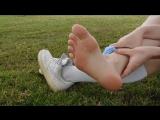 Нереально красивое видео рыжей девушки с раздеванием (pantyhose stocking socks feet footfetish sexy panties девушка)