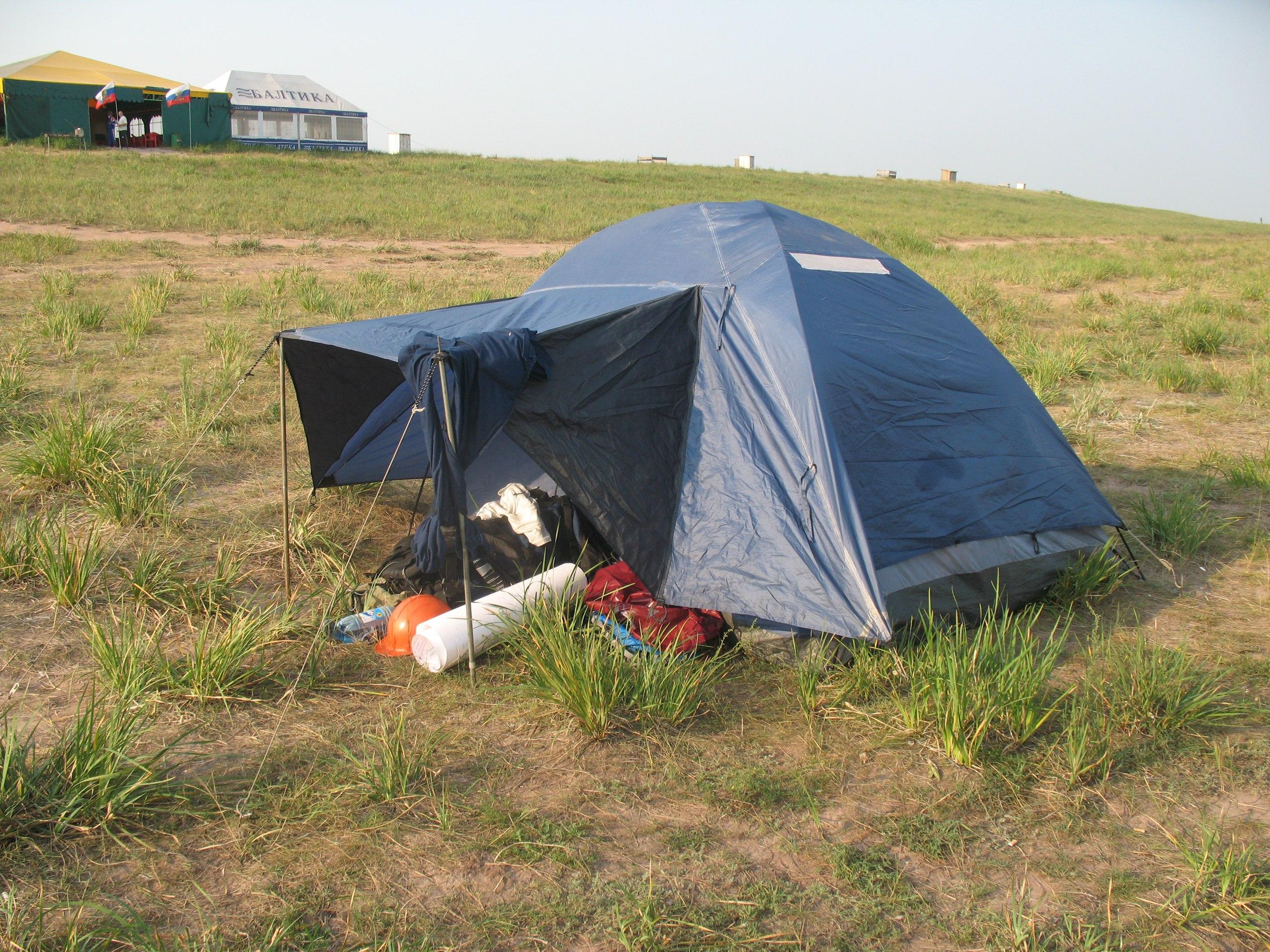 Палатка спящих спелеологов