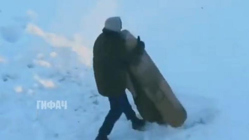Борчика послали выбить ковёр