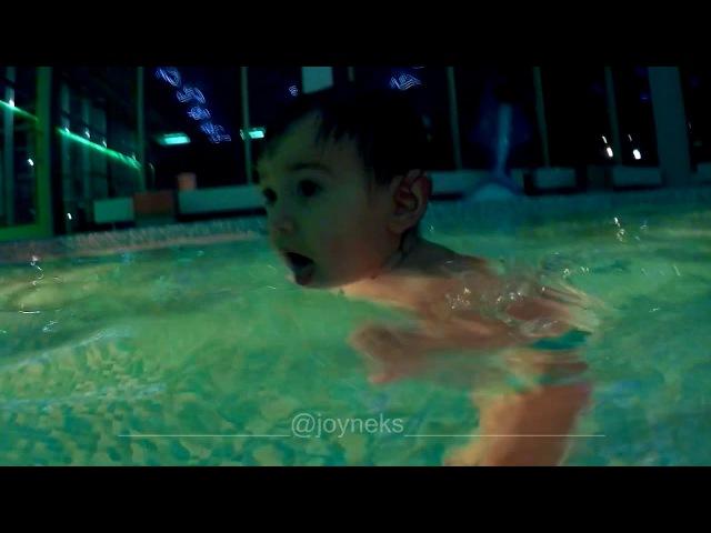 Eva Neks / Splashing water