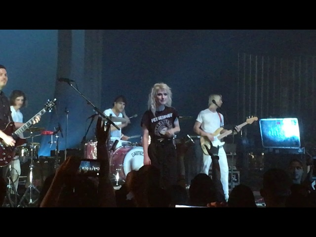 Hayley on their journey; fans Misery Business /Ain't It Fun - Paramore (live in Hawai'i) 2.23.18