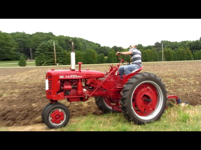 2011 Tippecanoe Steam and Power Show IHC Farmall 200 Plowing 7/29/11 Lafayette IN