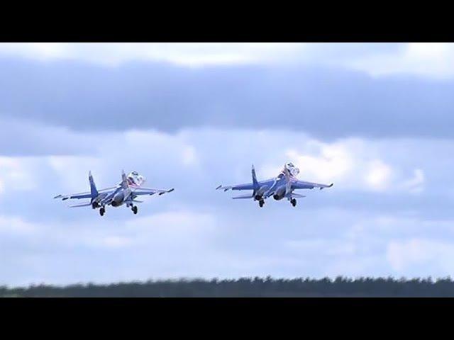 Экипажи «Русских Витязей» и «Стрижей» прикрыли бомбардировщики от условного пр...
