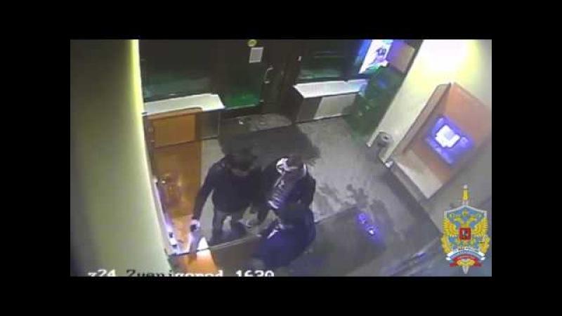 Грабители в Звенигороде познакомились с мигрантом и выбивали из него пин-код к карте