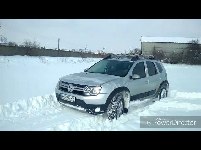 Рено Дастер по снежной целине.