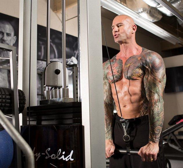 rjwEyoB8qzo Сотенные сеты: тренировки на все тело от Джима Стоппани