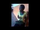 Африканская девушка поёт Бьёнсе (Beyonce)