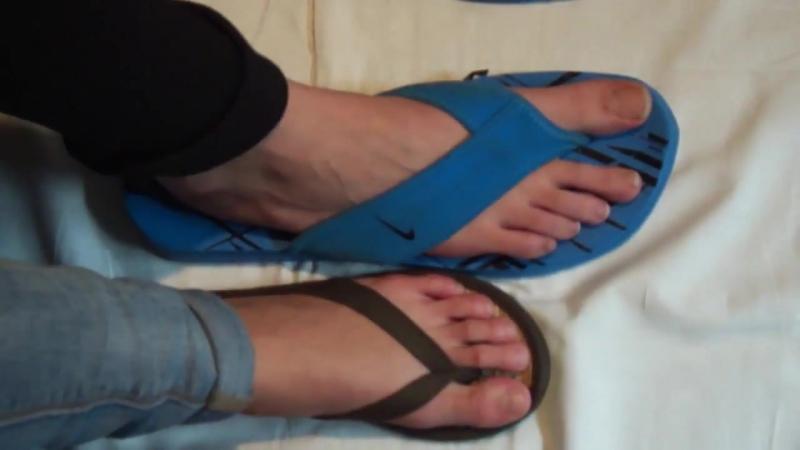 Teen girls candid feet Size 5 EU 36 vs big size 13 EU 46 in flip flops