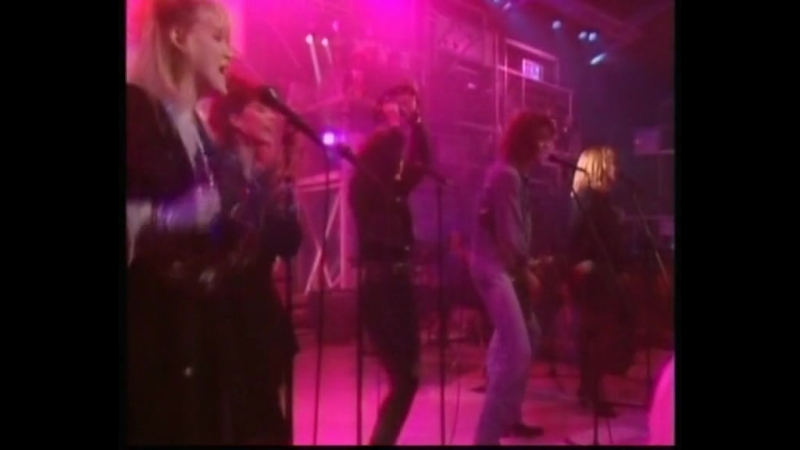 Belinda Carlisle - Heaven is a place on earth (Live TOTP 0987)