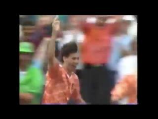 Один,из лучших голов в истории мирового футбола:Марко ван Бастен(Нидерланды) в ворота Рината Дасаева(СССР)