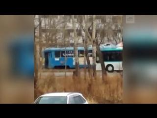 В Хабаровске вспыхнул трамвай с пассажирами