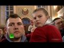 Президент Путин в церкви со странным выражением лица безучастно стоял на служении в Рождество