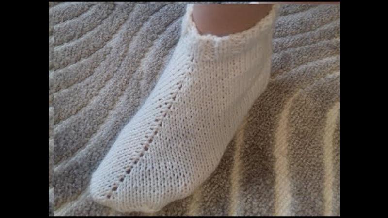 Тапочки спицами. Носок сапожок спицами. Носки на двух спицах