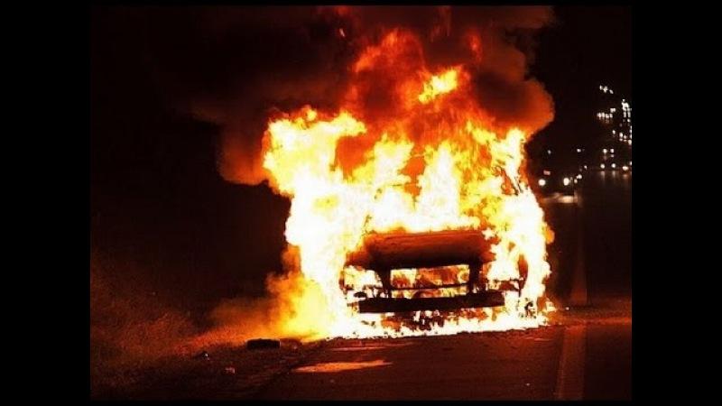 Девки не поделили место во дворе. Одна спалила другой Audi80 и свалила