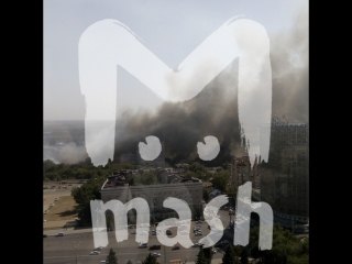 В Ростове бушует гигантский пожар