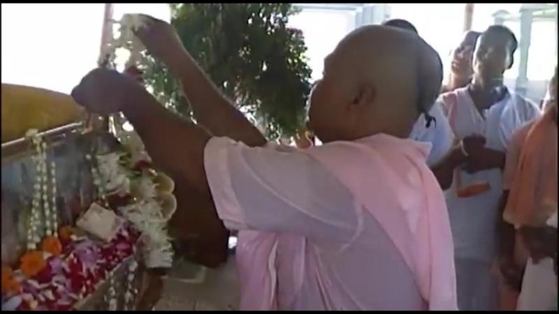 Sri Guru puja at Srila Gurudevas Samadhi Navadvipa 15 7 2011
