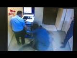 Опубликовано видео нападения на оперуполномоченного в красноярском отделе полиции
