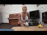Мамка блондинка наводит порядок дома в непристойном виде не стыдясь сынка [milf, mature, милф, мамки]