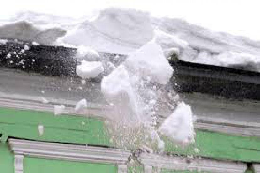 Инженер томской фирмы пойдет под суд за падения снега с крыши на девочку