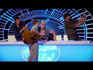 Кэти Пэрри поцеловала участника шоу American Idol
