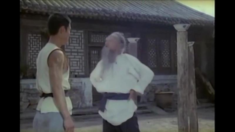 Фрагмент фильма Улинь чжи о багуа чжан. Демонстрируются различные методы подготовки в багуа.